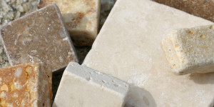 Travertine and its peculiarities