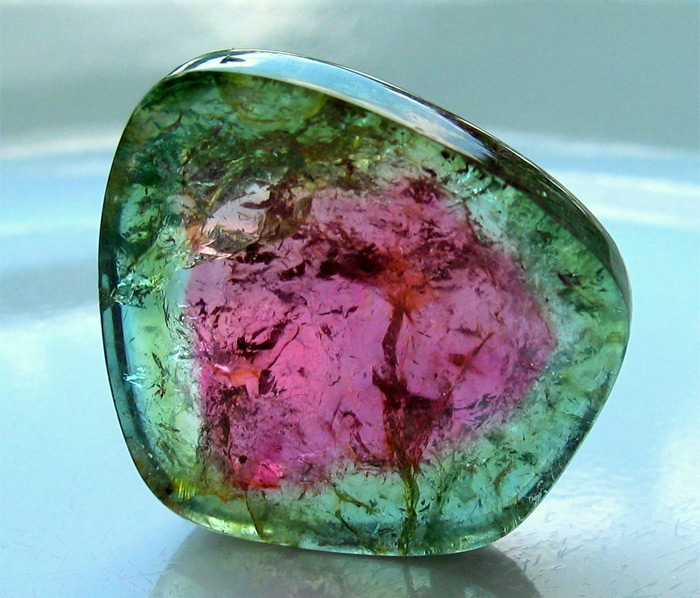 зеленый камень турмалин фото
