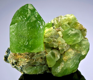 The structure peculiarities of chrysolite